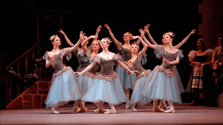 ROH 19-20_COPPELIA_ARTISTS OF THE ROYAL BALLET IN COPPELIA_©BILL COOPER, 2006.jpg